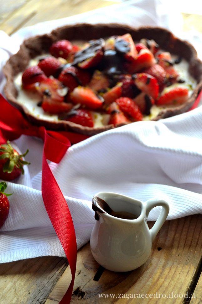 crostata al cacao con panna cotta e fragole