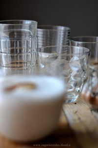 Frappè al latte di mandorla,caffè e cannella