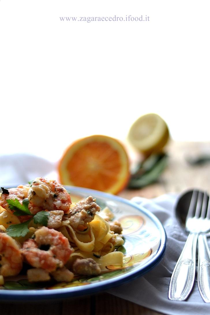 Tagliatelle con gamberoni e pesce Spada
