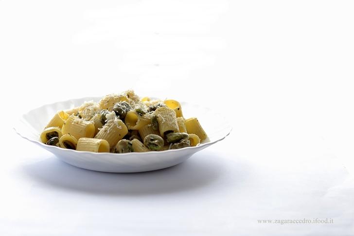 Pasta con fave e ricotta salata