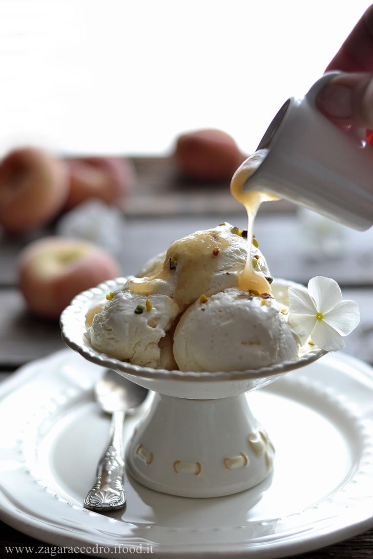gelato vaniglia e pesche tabacchiere