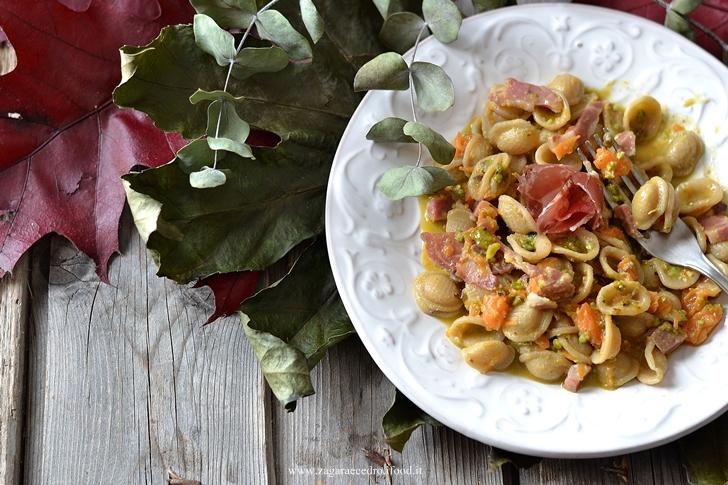 Orecchiette con zucca e pesto di pistacchio