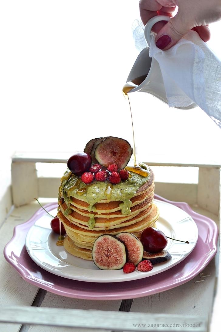 Pancake frutta e crema di pistacchio