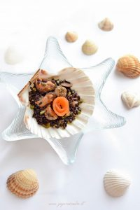 riso venere con frutti di mare e pesto di pistacchio