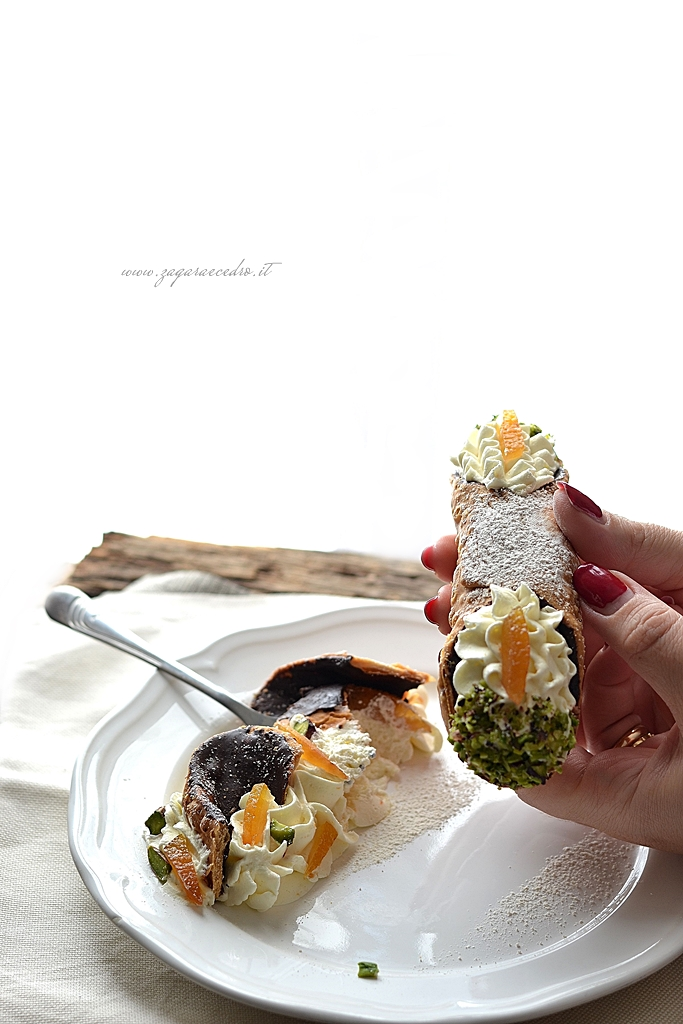 cannolo glassato al cioccolato e mascarpone all'arancia
