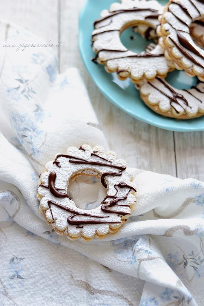 biscotti di frolla con crema di nocciola