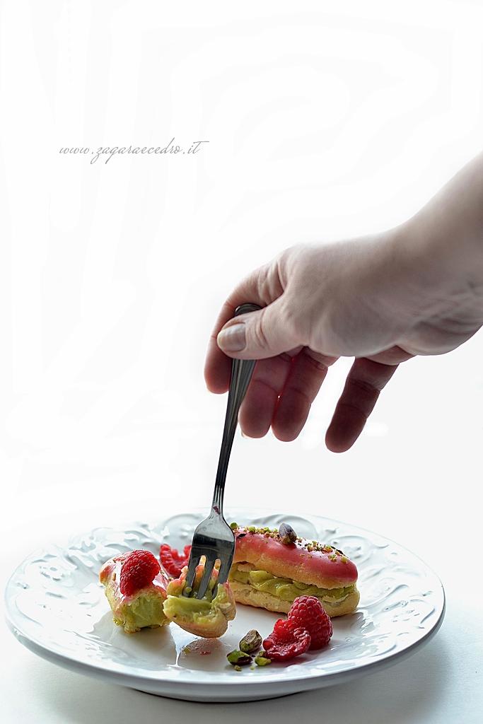 eclair al pistacchio e lamponi