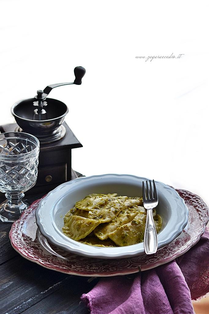 ravioli con patate e pesto di pistacchio