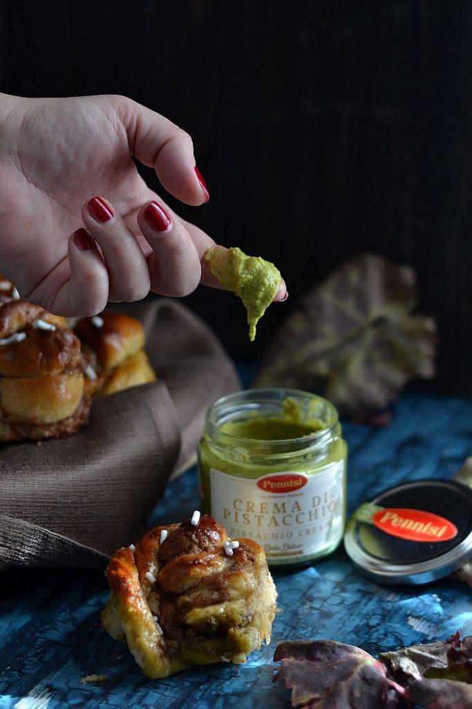 kanelbullar cannella e pistacchio