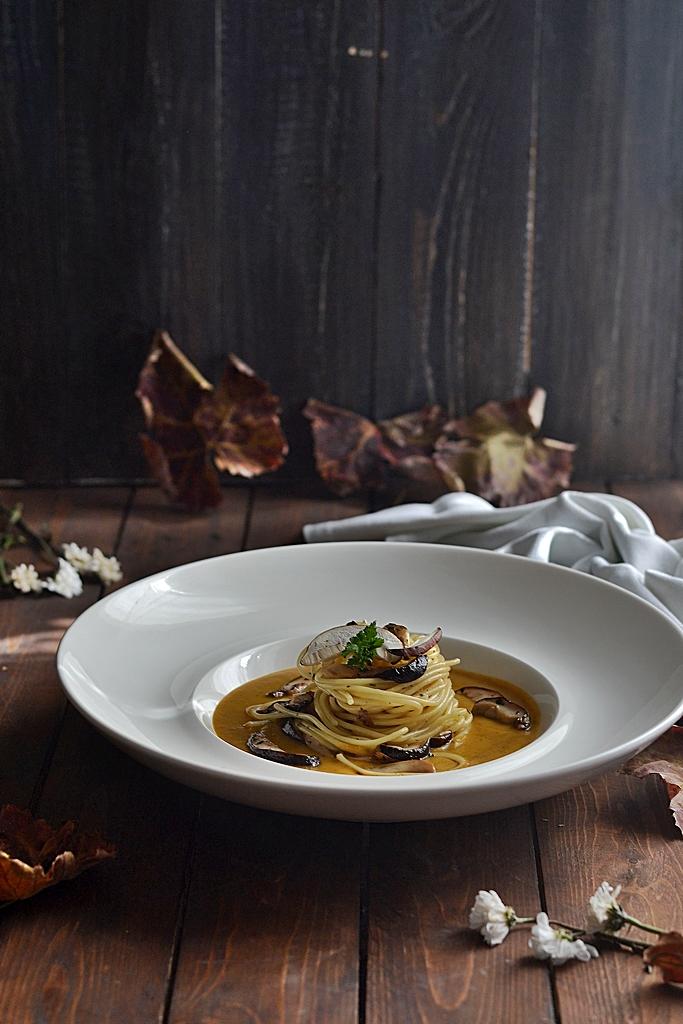 spaghetti in crema di zucca e porcini