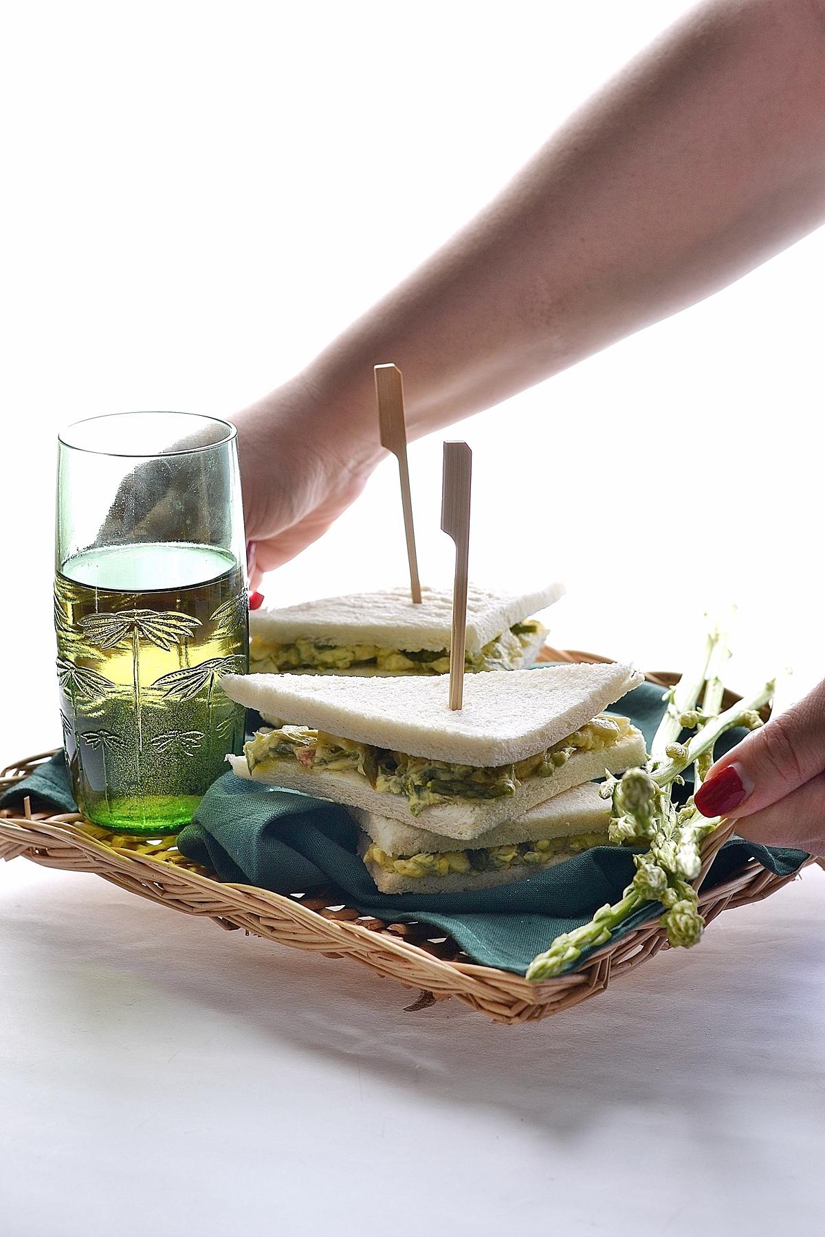 tramezzini con asparagi e uova