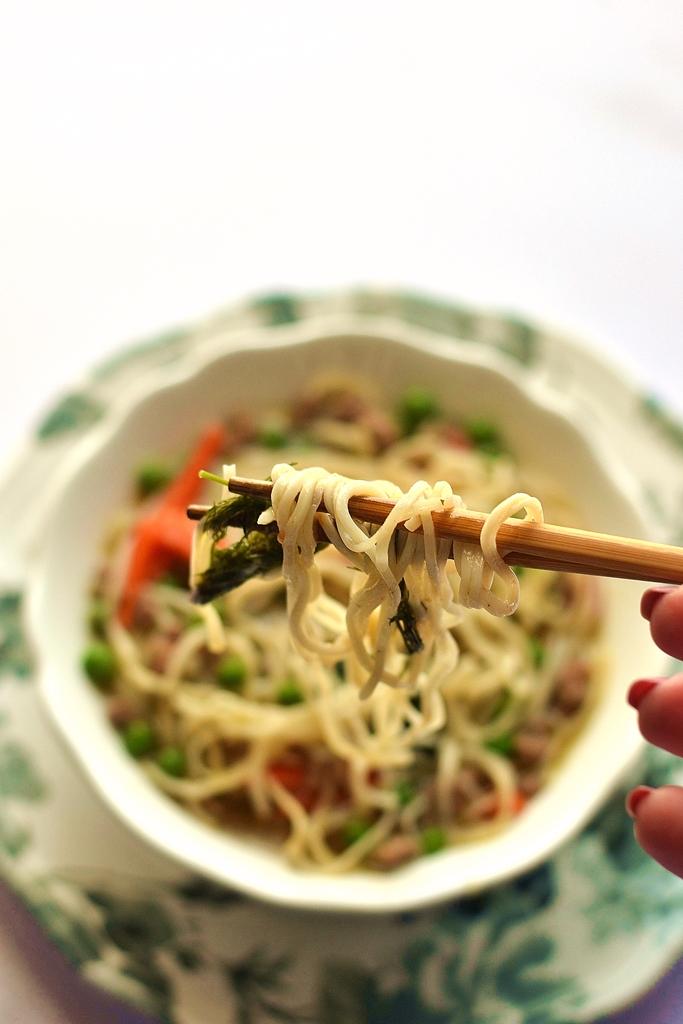 noodle piselli carote e finocchietto